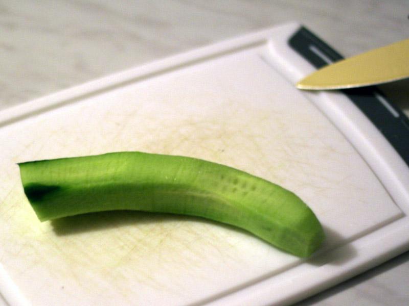 environ 15 cm de concombre epluché