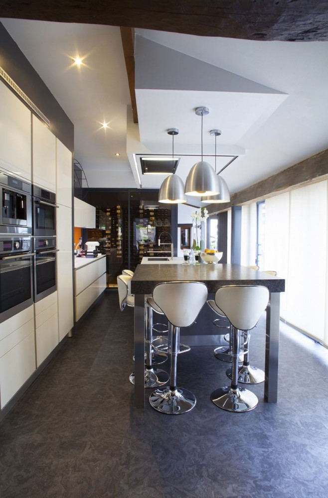 une cuisine pur e cuisines et bains. Black Bedroom Furniture Sets. Home Design Ideas