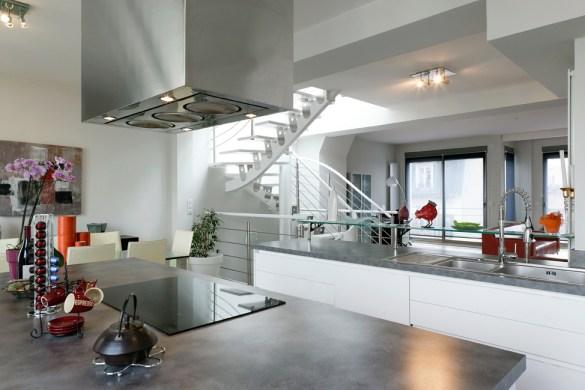 cadre insolite et cadre optimal pour cette cuisine. Black Bedroom Furniture Sets. Home Design Ideas