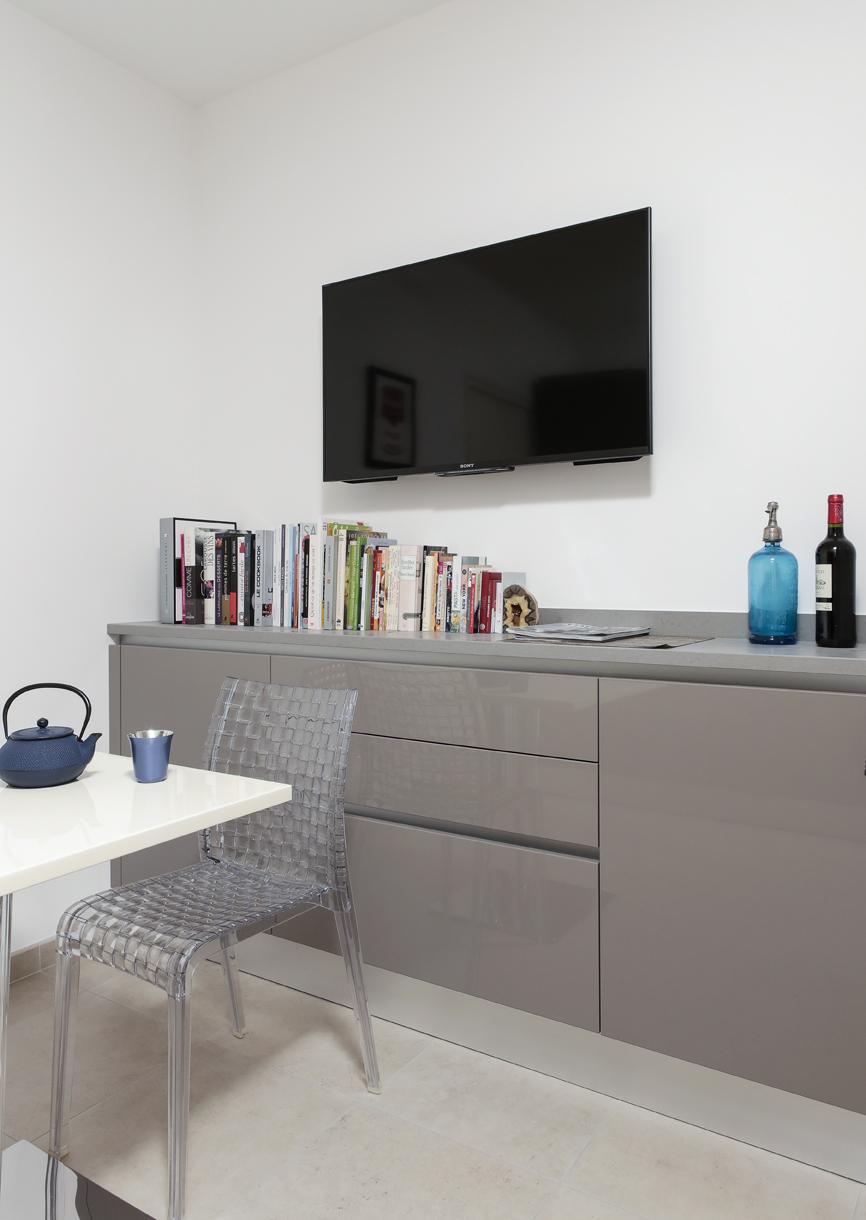 att nuer l 39 effet couloir en cuisine. Black Bedroom Furniture Sets. Home Design Ideas
