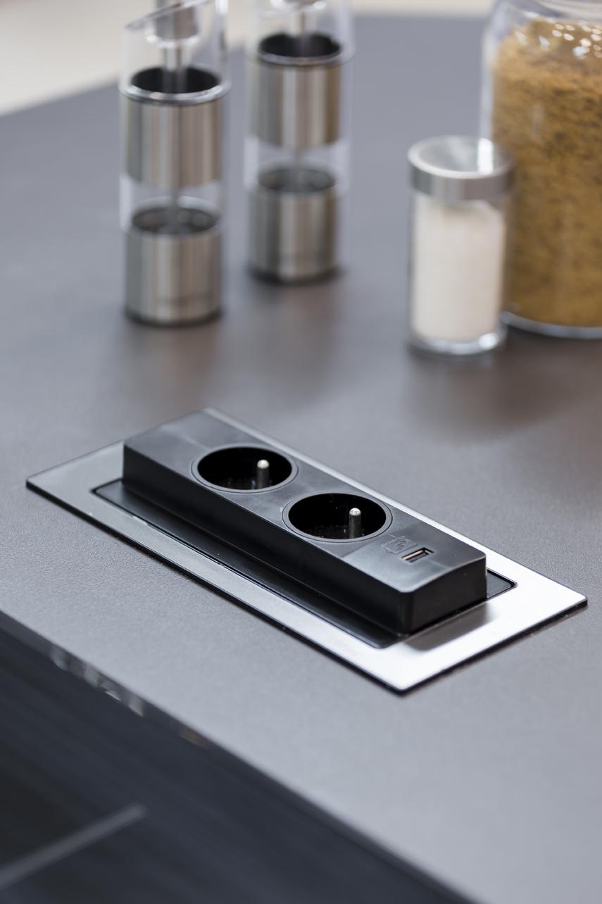 Naissance d 39 une cuisine 100 ergonomique cuisines et bains - Prise dans la cuisine ...