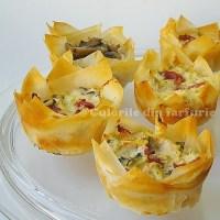 Mini-Tarte cu crema de branza si salam