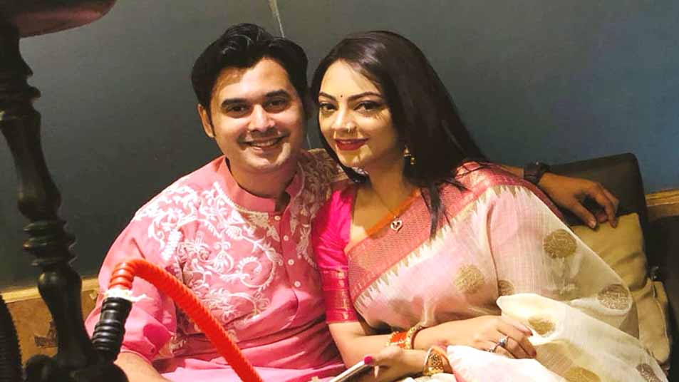 স্বামী সারিফ চৌধুরীর সঙ্গে ঈশানা খান
