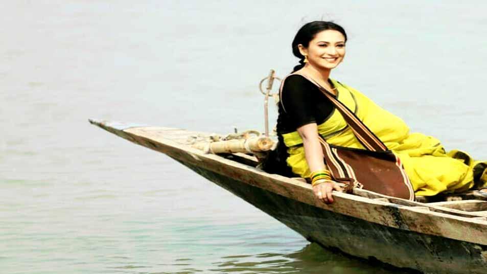 প্রয়াত সাইদুল আনাম টুটুলের 'কালবেলা' চলচ্চিত্রের শুটিংয়ের একটি দৃশ্যে তাহমিনা অথৈ