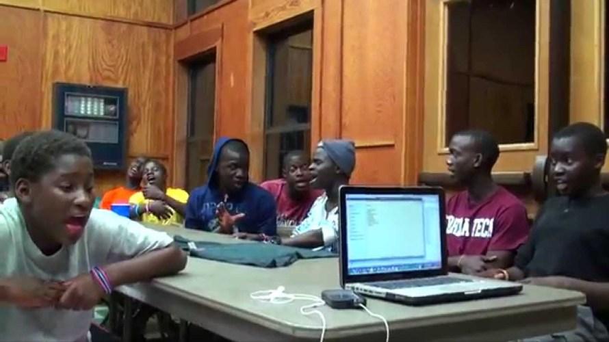 ウガンダの合唱団が控え室で披露したリハーサル映像が荘厳すぎて、鳥肌レベル。