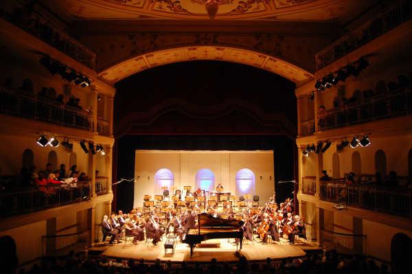 concerto da ospa com maestro e pianista italiano no theatro são pedro