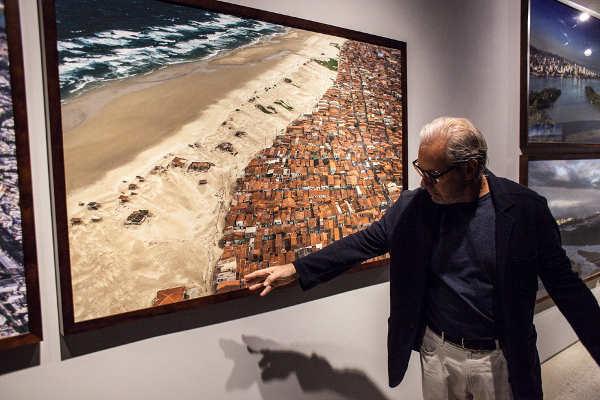 tuca reinés fala sobre sua obra na exposição olhar vertical