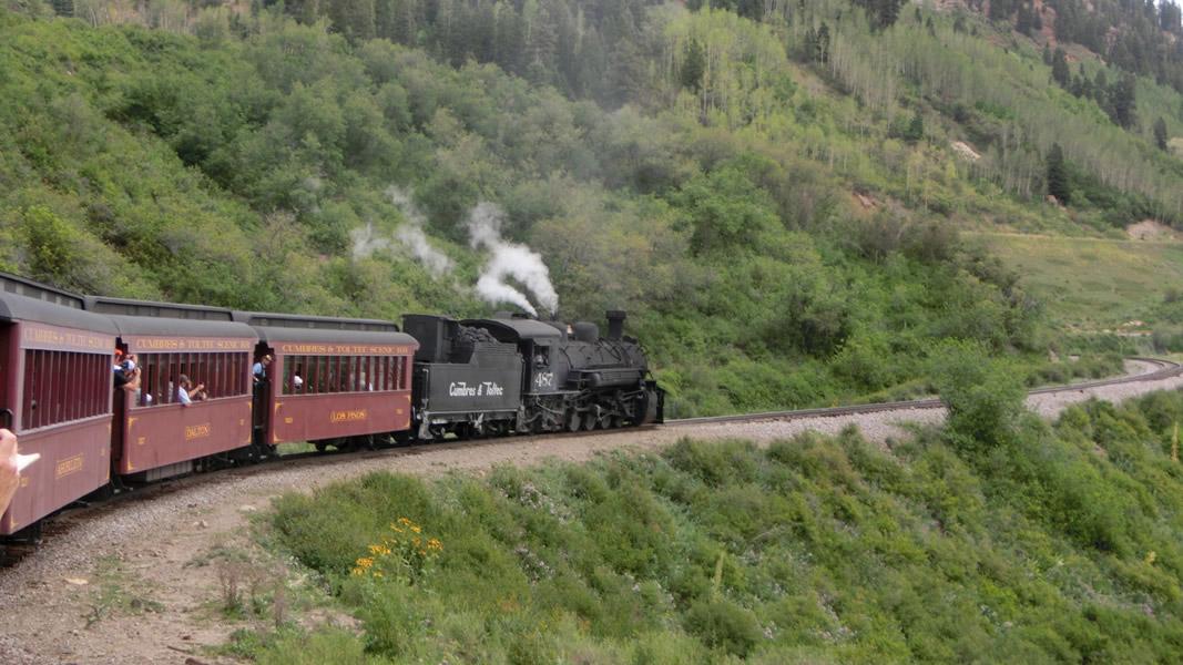 scenery-slideshow-winding-tracks