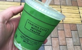 """【Yahoo!でも話題】ファミマの""""抹茶フラッペ""""が夏を感じる美味さで悶絶!"""