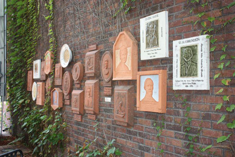 Perry Art Scene C 250 Pla Sisters