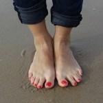 足の指を骨折したらどうする?症状や対処法を徹底解説!