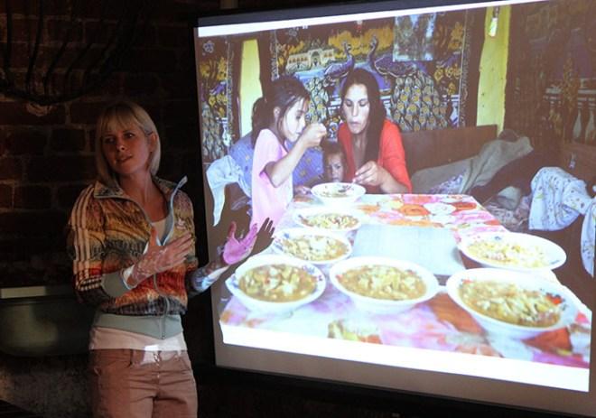 Ioana Moldovan discută despre puterea detaliilor, pornind de la o fotografie realizată în casa unei familii sărace