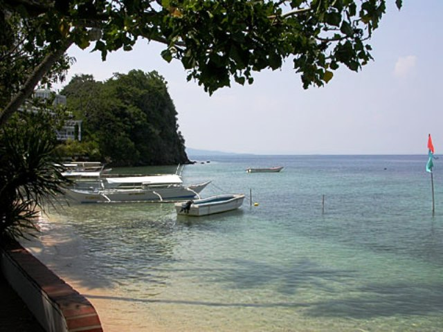 Small La Laguna Beach in Puerto Galera