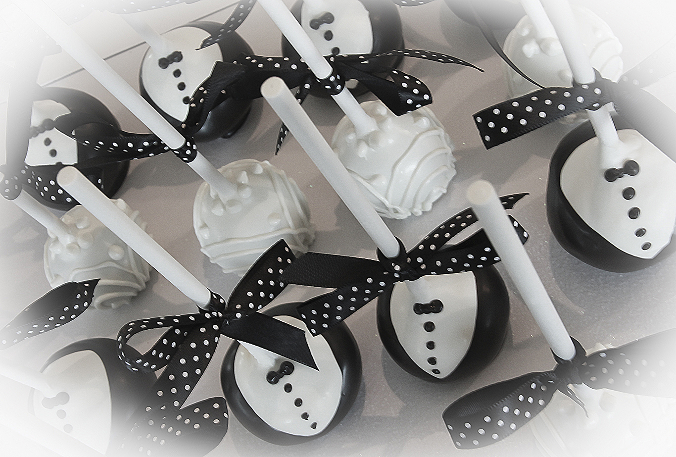 bride and groom wedding cake pops wedding cake pops Bride and Groom Wedding Cake Pops