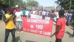 Manif - la constitution de 1992 ou le départ de Faure