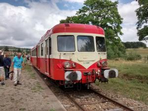 Autorail X2807 en gare d'Estivareilles