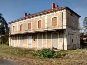 La gare de Bourbon-Lancy abandonnée.