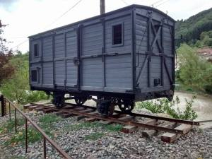 Un wagon de transport, il servait aux produits agricoles, descendus à La Voulte-sur-Rhône ou à Dunières pour partir sur le réseau principal dans les grandes villes (St-Etienne, Lyon, Paris)