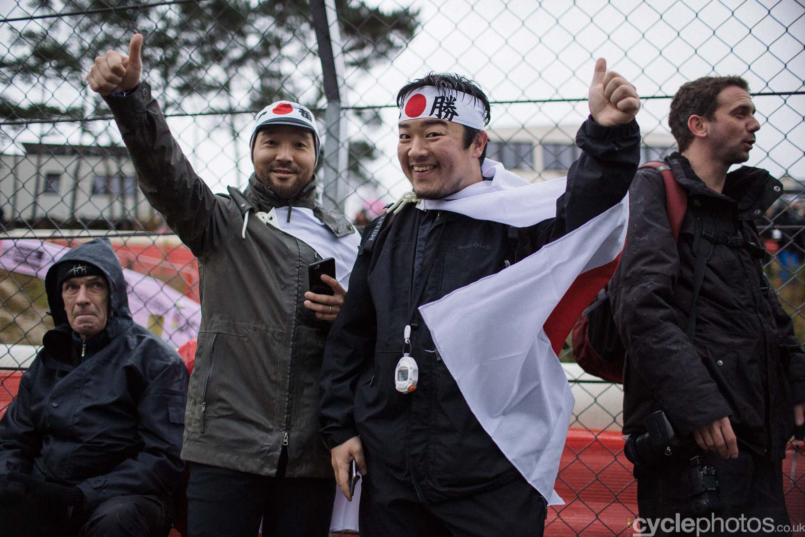 2016-cyclephotos-cyclocross-world-championships-zolder-104425-japanese-fans