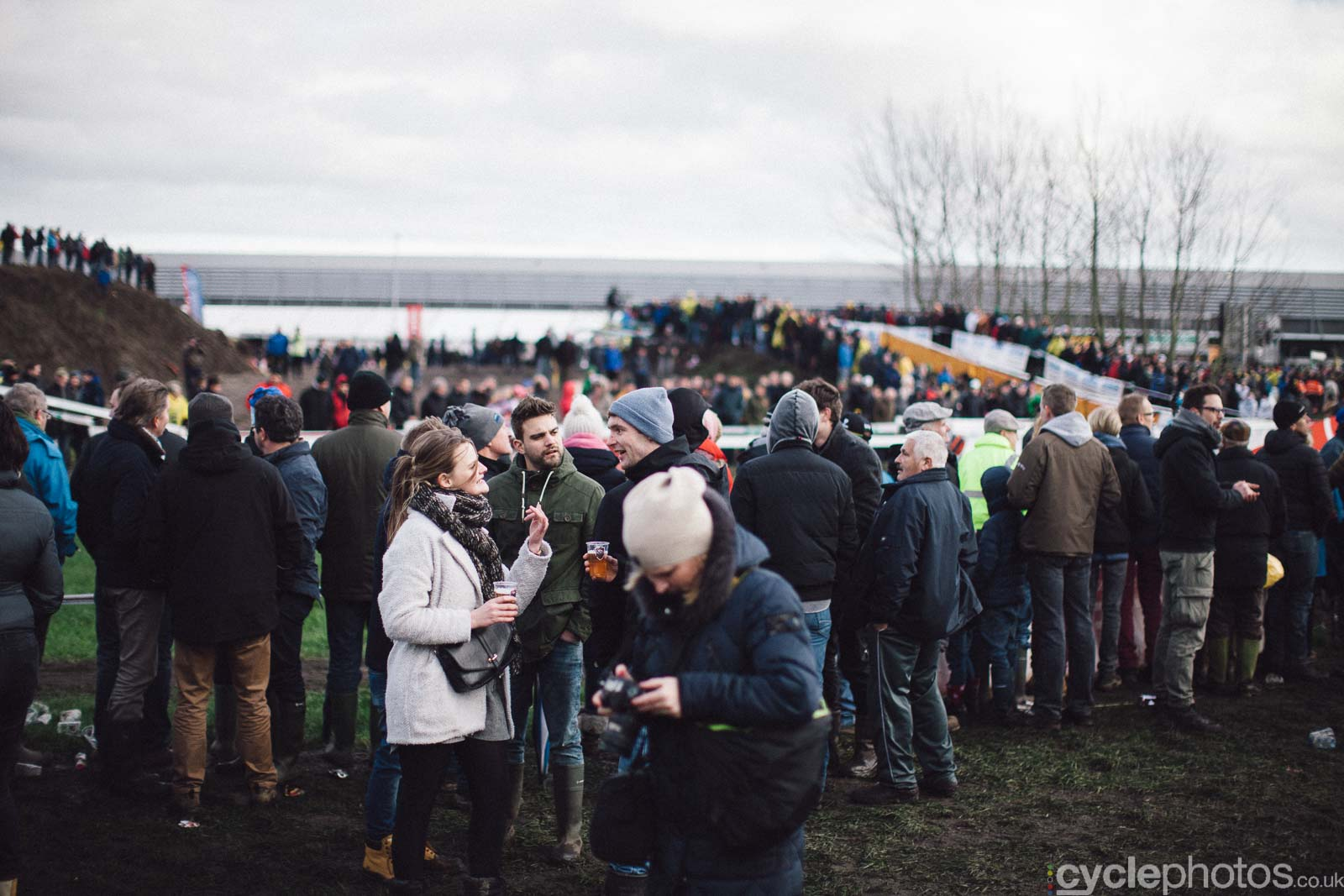 2016-cyclephotos-cyclocross-hoogstraten-153711-crowd
