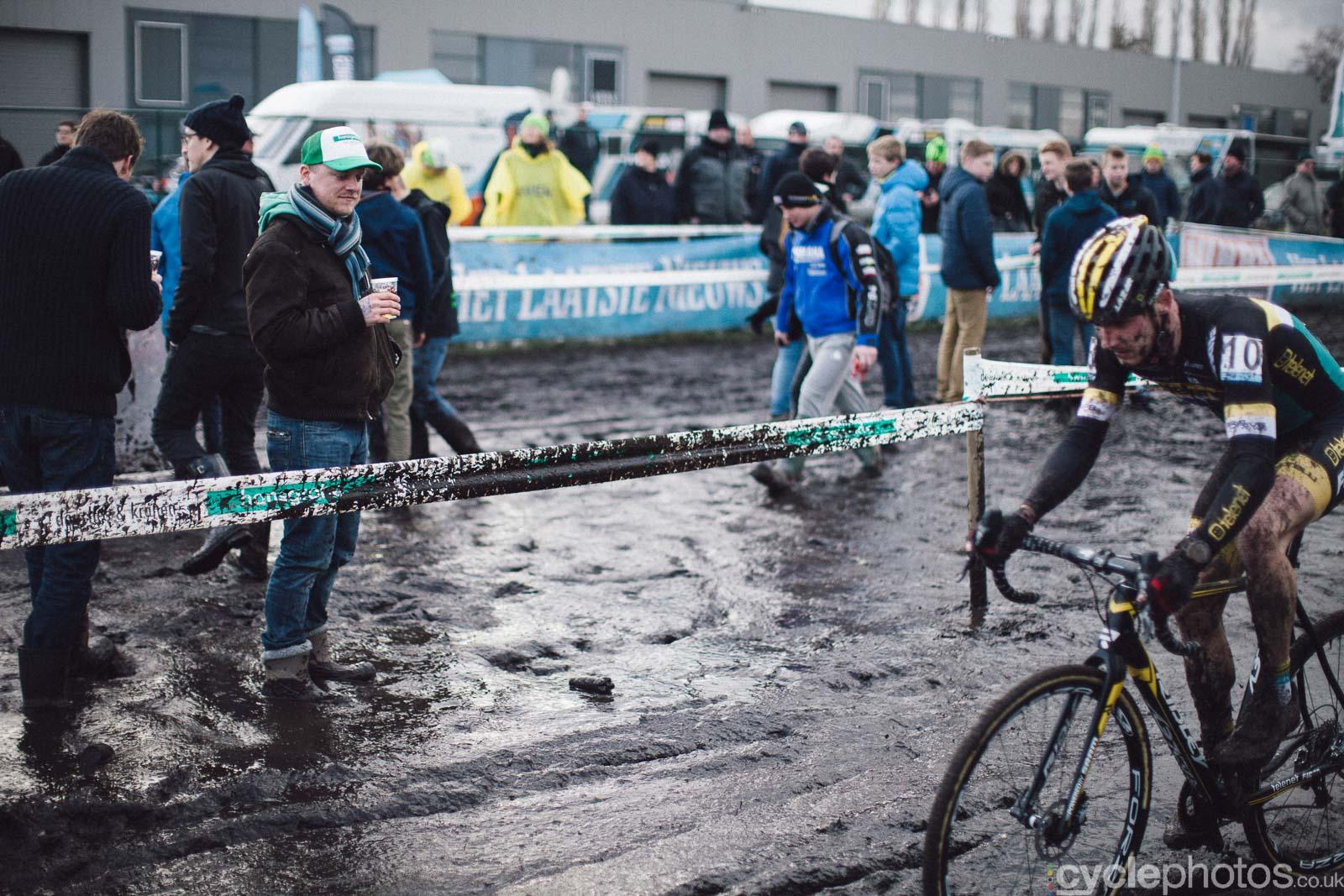 2016-cyclephotos-cyclocross-hoogstraten-153922-corne-van-kessel