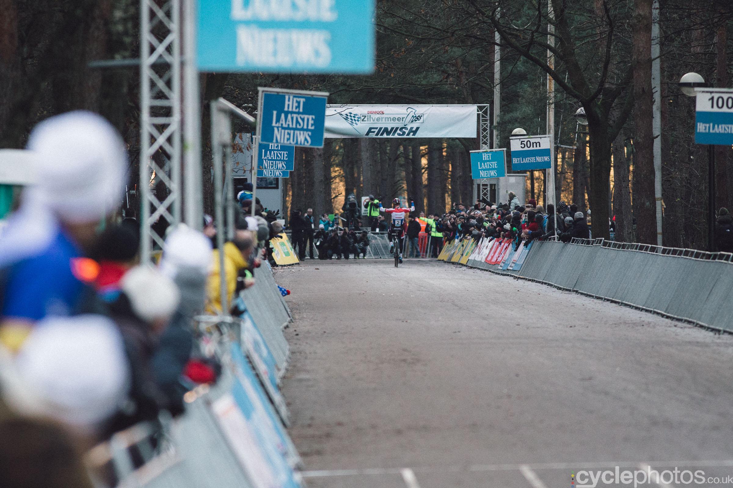 2016-cyclocross-zilvermeercross-mol-155331-mathieu-van-der-poel