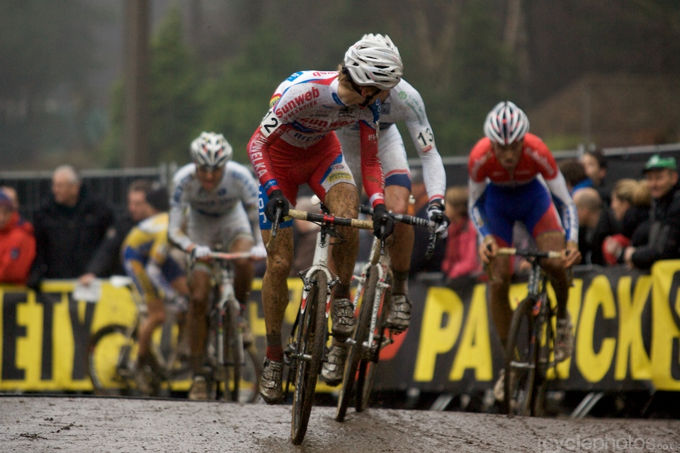 Kevin Pauwels keeps an eye of the chasing group.