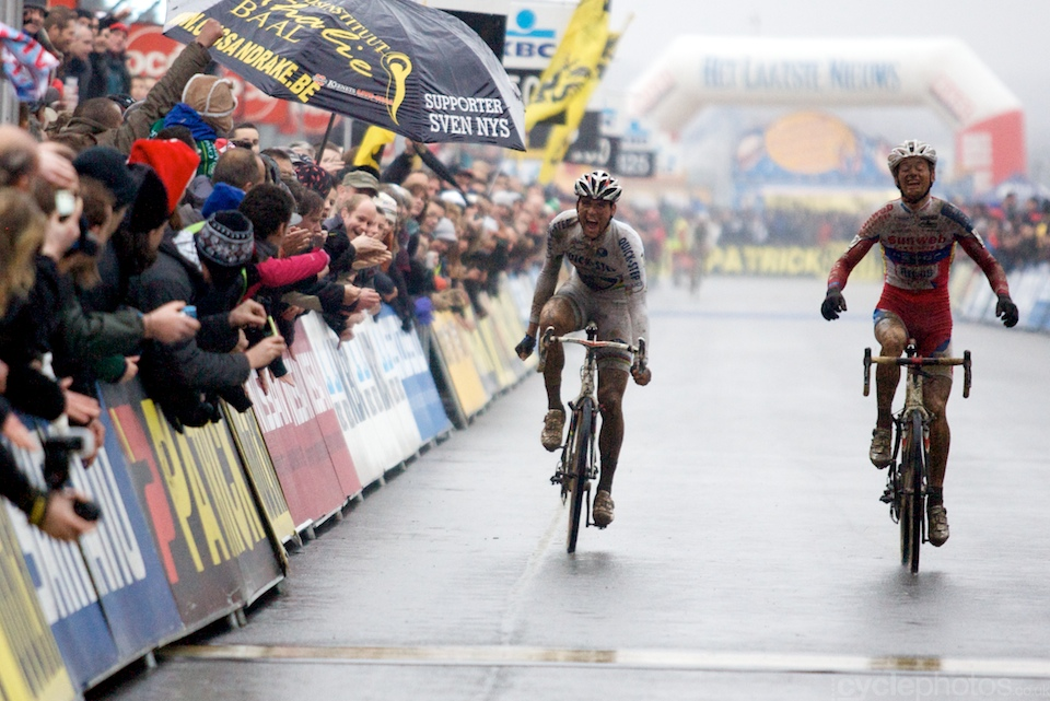 With Nys crashing in the final corner, it all came down to a sprint between Stybar and Pauwels. Though Stybar was leading until the last couple of meters, Pauwels managed to pip Stybar once again. Stybar's frustration was clearly visible.