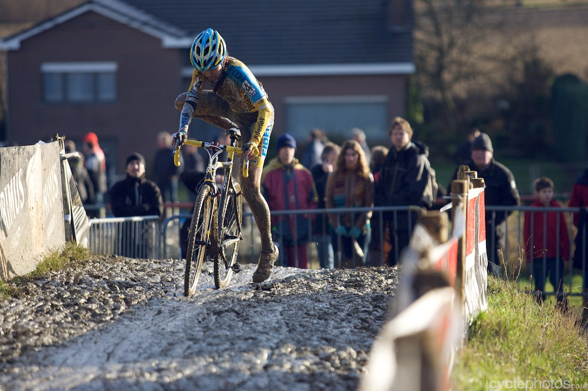 Nikki Harris in the last lap of the Bpost Bank Trofee cyclocross race in Baal, Belgium. Photo by Balint Hamvas / Cyclephotos.co.uk