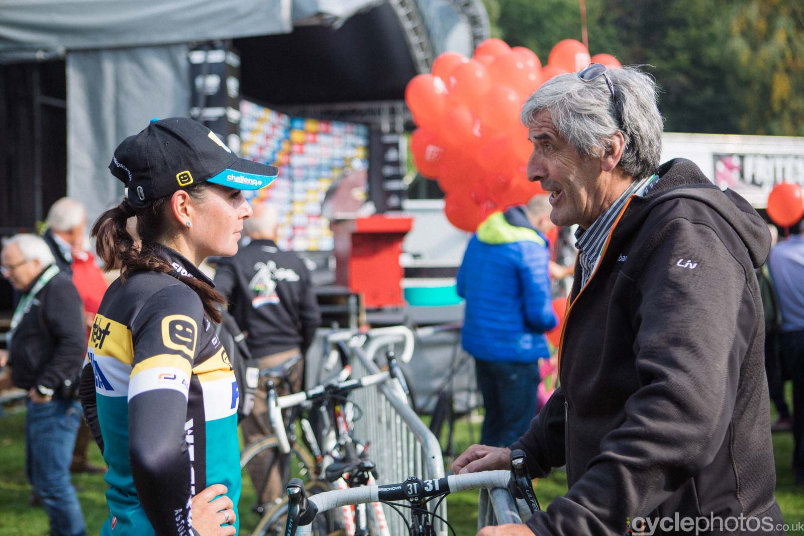 Nikki Harris talks to Papa Vos after of the women's Superprestige race in Gieten, The Netherlands. All rights reserved. �Balint Hamvas / Cyclephotos