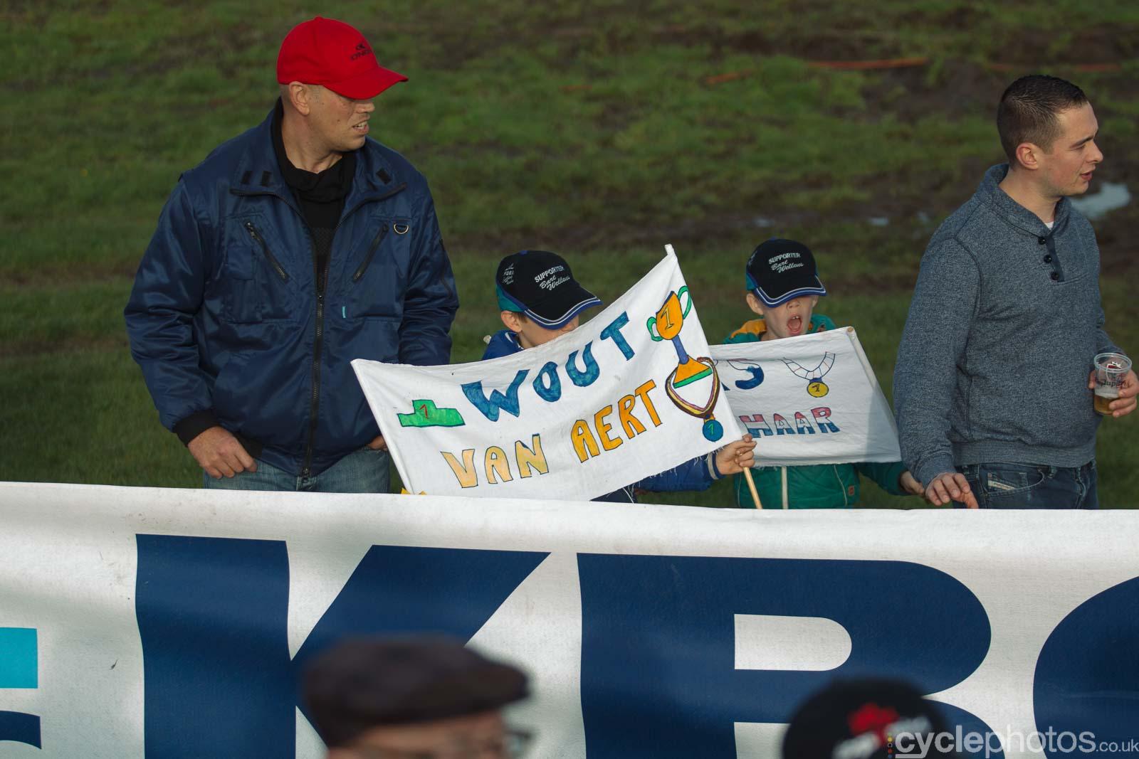 2015-cyclephotos-cyclocross-ruddervoorde-145632-wout-van-aert-supporters