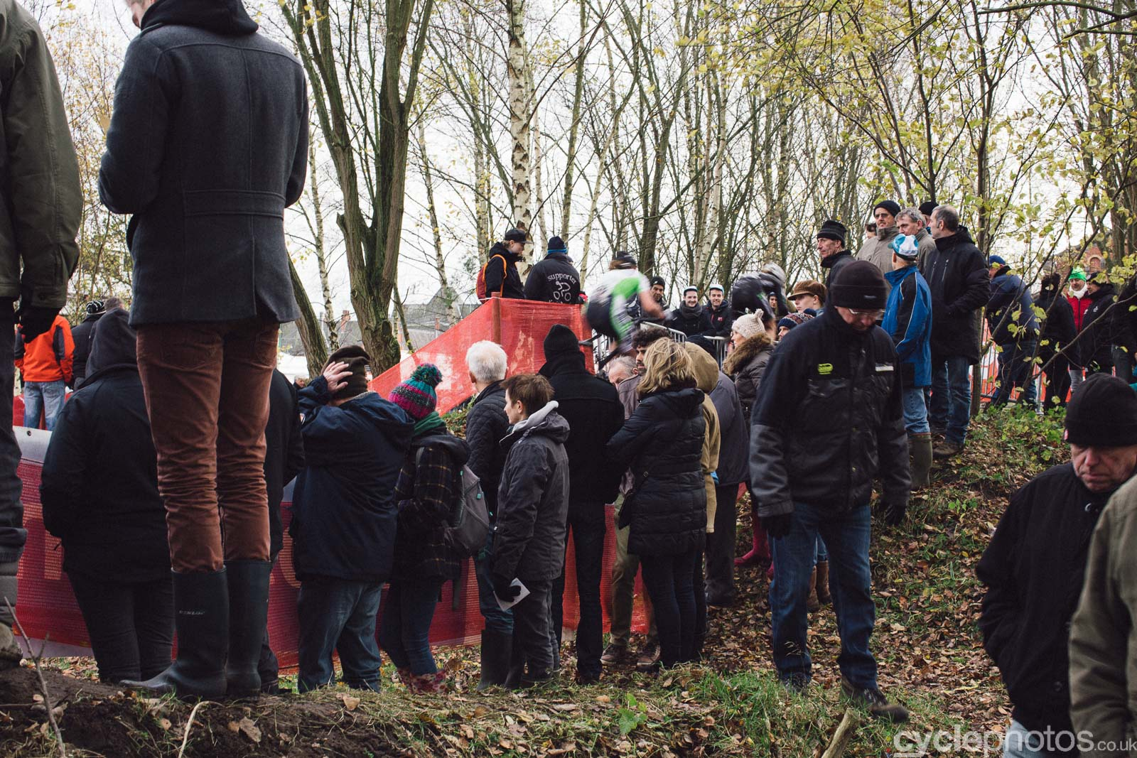 2015-cyclephotos-cyclocross-essen-141619-crowd