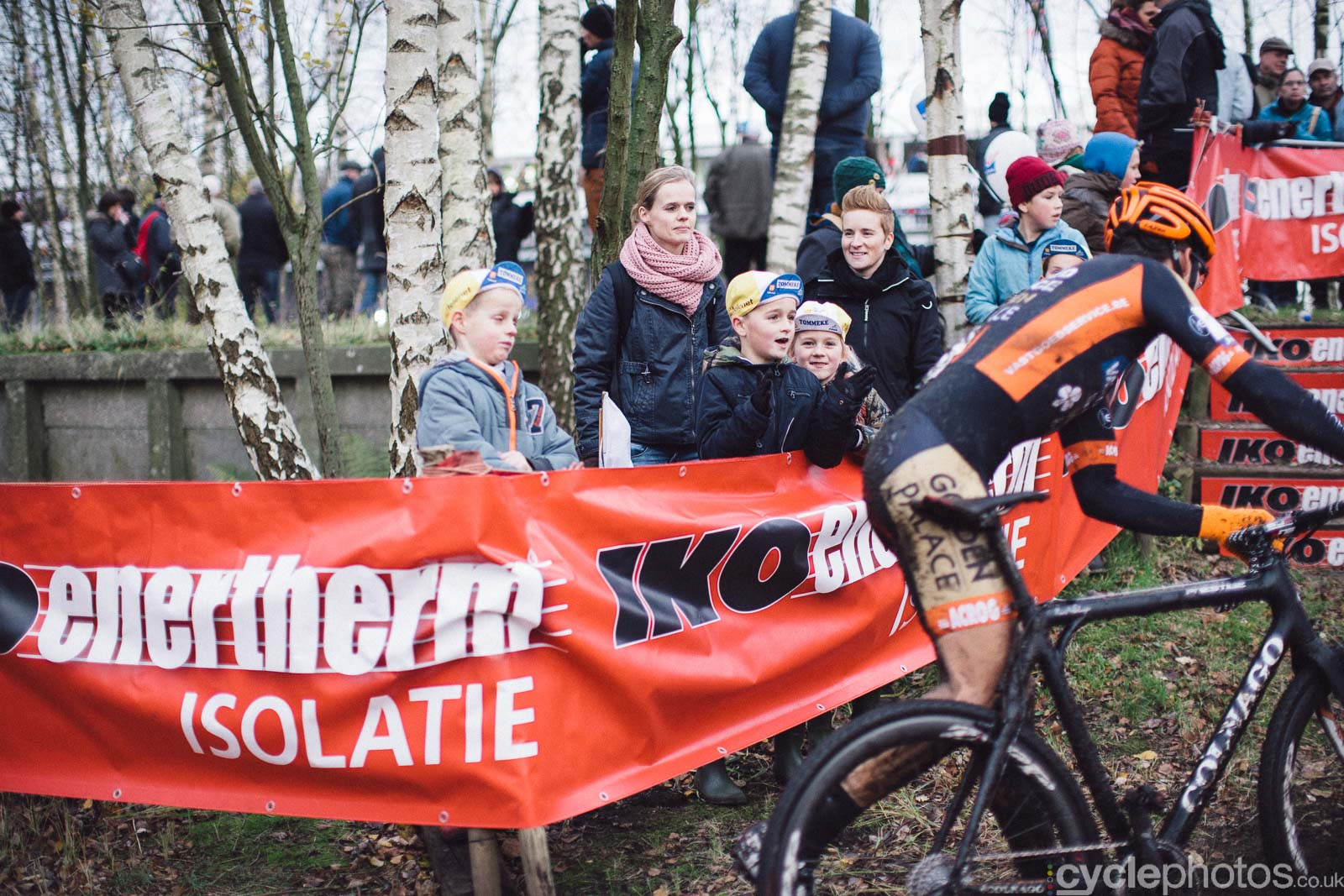 2015-cyclephotos-cyclocross-essen-154203-telenet-fidea-supporters