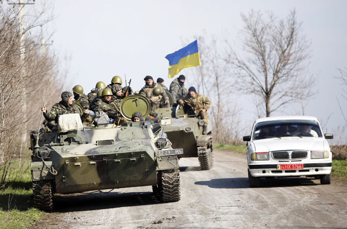 Rivals show force in eastern Ukraine before talks