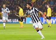 Juve demolish Dortmund to ease into last eight