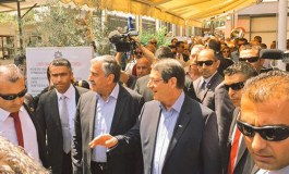 Leaders walk through the streets of Nicosia (video)