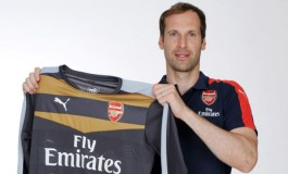 Arsenal sign Chelsea's Cech
