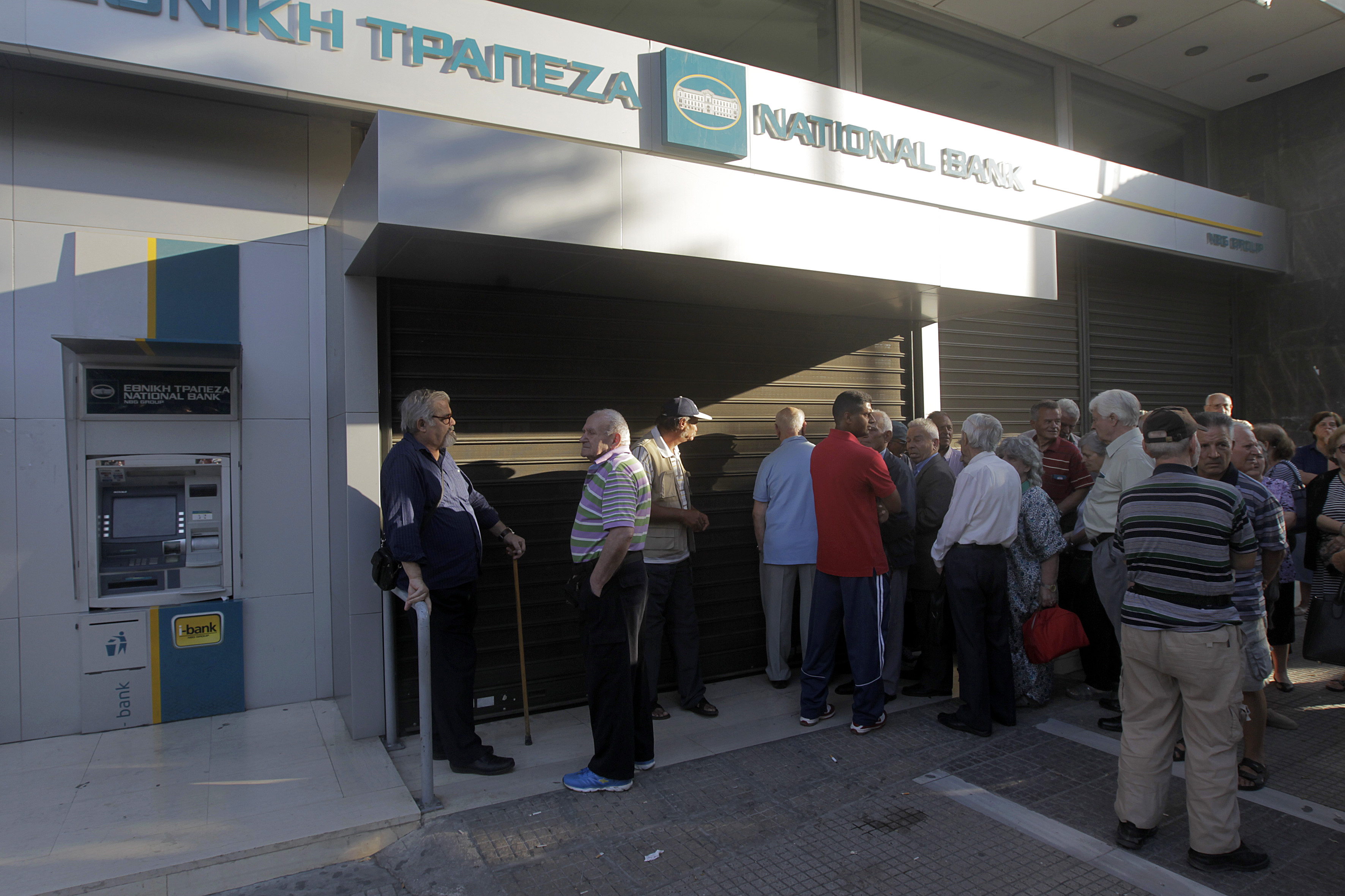 Greek companies transfer operations, bank accounts to Cyprus (updated)
