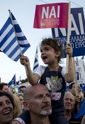 Ipsos poll puts Greek 'Yes' camp narrowly ahead
