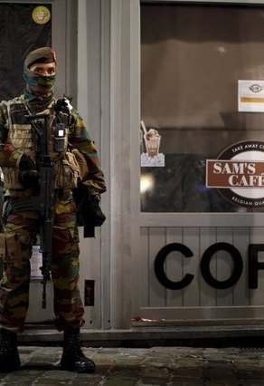 U.S. issues global travel alert as manhunt continues for Paris attackers