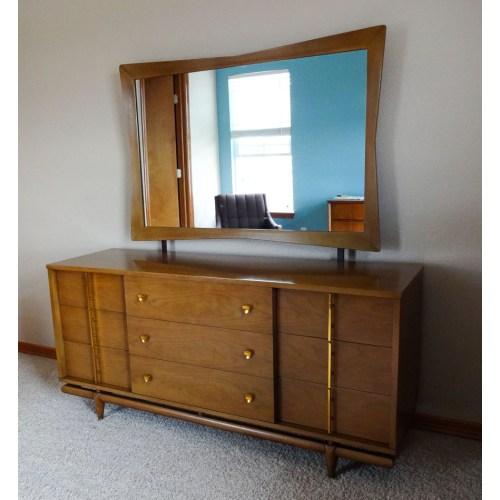 Medium Crop Of Mid Century Modern Bedroom