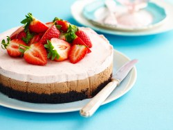 Pristine Gelatin Strawberry Mousse Cake Youtube Strawberry Milk Chocolate Mousse Cake Recipe Food To Love Strawberry Mousse Cake Recipe