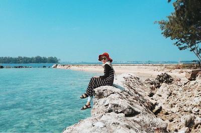 liburan ke pantai gaya hijab traveling berikut ini tidak boleh kamu lewatkan