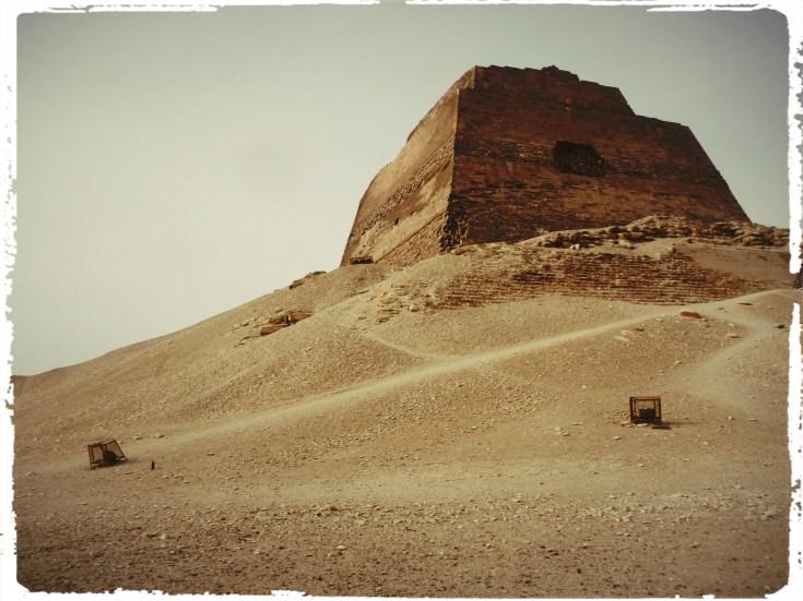 motorcycle through egypt, Cairo, Pyramid, the great pyramid, wanderlust, adventure, dagsvstheworld, dags VS egypt, RTW trip, medium pyramid
