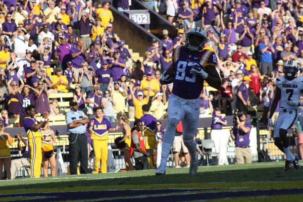 LSU wr Travin Dural catches a 62 yard td pass from LSU qb Brandon Harris and scores.