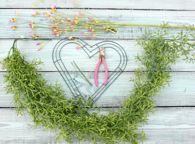 How to Make a Heart Shaped Wreath