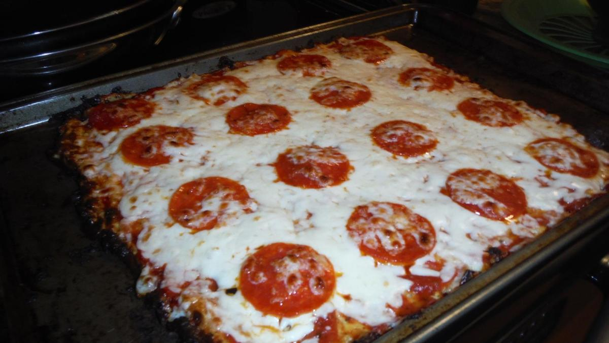 Thin Crust Low Carb Pizza! #LCHF