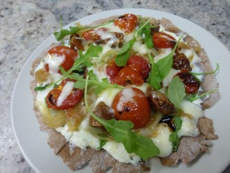 Cocoa Pizza with figs and arugula