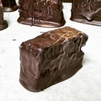 Lady Day-: Fresh blackberry with toasted pecans in 72% Venezuelan Dark chocolate