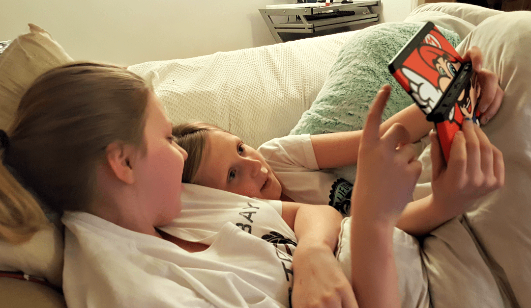My Sunday Photo - Charisma and Brooke playing on the Nintendo 3DS